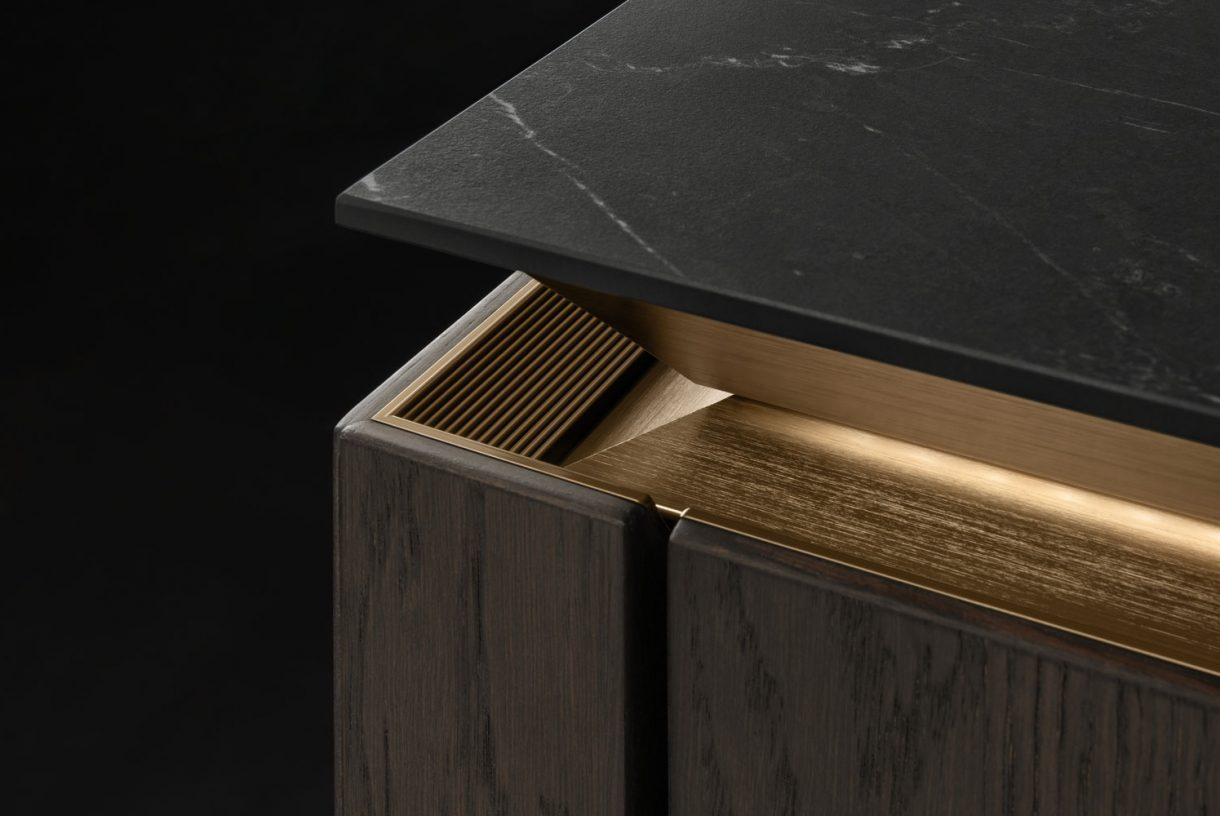 SieMatic SLX-H - Hazel Oak / SieMatic Gold Bronze SLX Recess Detail